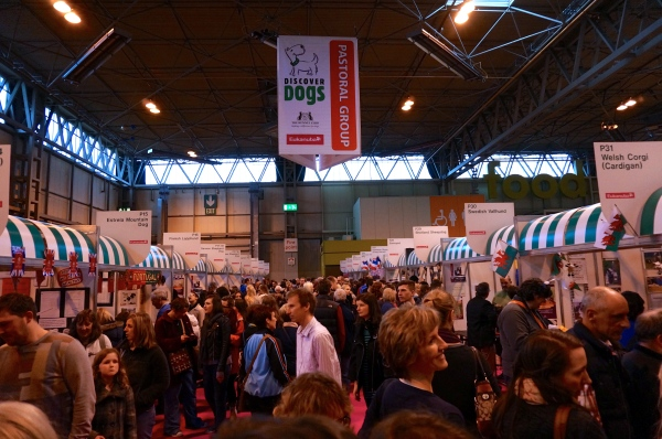 crowds at crufts, discover dogs, people at dog show, people at crufts
